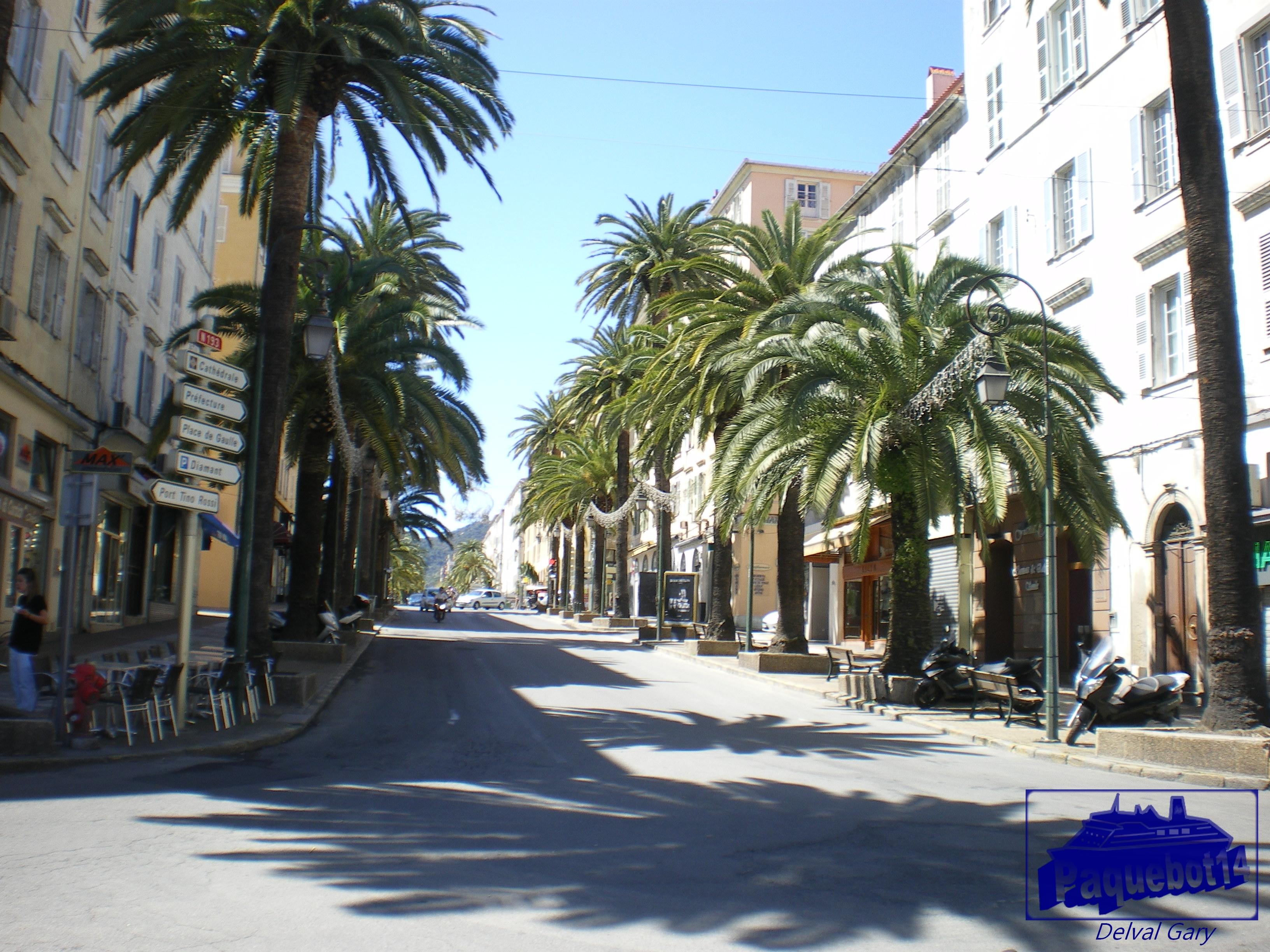 Une croisi re bord du costa mediterranea costa for Piscine ajaccio